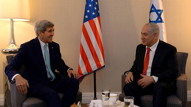Kerry with Prime Minister Benjamin Netanyahu in Washington. (Photo: Haim Tzach, GPO)