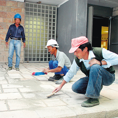Chinese construction workers. The government ignored the agreement's effect on the local labor market (Photo: Amit Shabi)