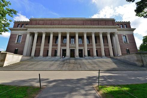 ספריית Widener שמובילה את המהלך בהרווארד. ''אין פה עניין פוליטי'', מרגיעה הנציגה שהגיעה לארץ (צילום: Richard Cavalleri/shutterstock)