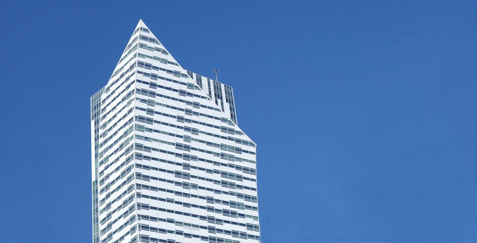 מגדל Złota 44 בוורשה. אדריכל: דניאל ליבסקינד. מגדל המגורים מן הגבוהים באירופה: 192 מטר (27 יותר מהמגדל המתוכנן בירושלים) (צילום: מיכאל יעקובסון)