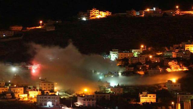 עשן מיתמר לאחר פיצוץ הבתים ()