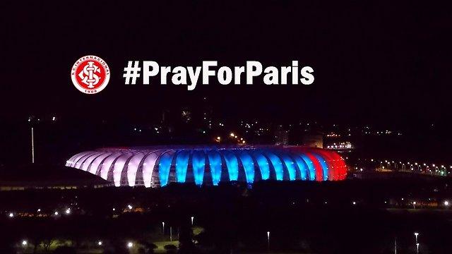 גם האצטדיון בפורטו אלגרה בברזיל נצבע (צילם: מתוך טוויטר) (צילם: מתוך טוויטר)