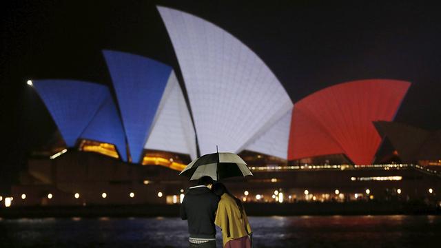 בניין האופרה בסידני, אוסטרליה, בצבעי הטריקולור (צילום: רויטרס) (צילום: רויטרס)