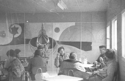 ציור קיר בטייסת של חיל האוויר, ארטור גולדרייך. שנות ה-60 (באדיבות ארכיון אדריכלות ישראל)