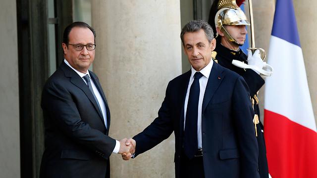 סרקוזי קרא לשינוי דרסטי במדיניות הביטחונית של צרפת. עם מחליפו בתפקיד הולנד בארמון האליזה בפריז (צילום: EPA) (צילום: EPA)