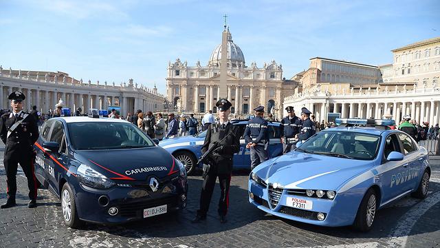 שוטרים וחיילים פרוסים גם ברומא (צילום: AFP) (צילום: AFP)