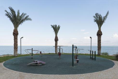 מתקני משחקים לאורך החוף (צילום: אלי סינגלובסקי)