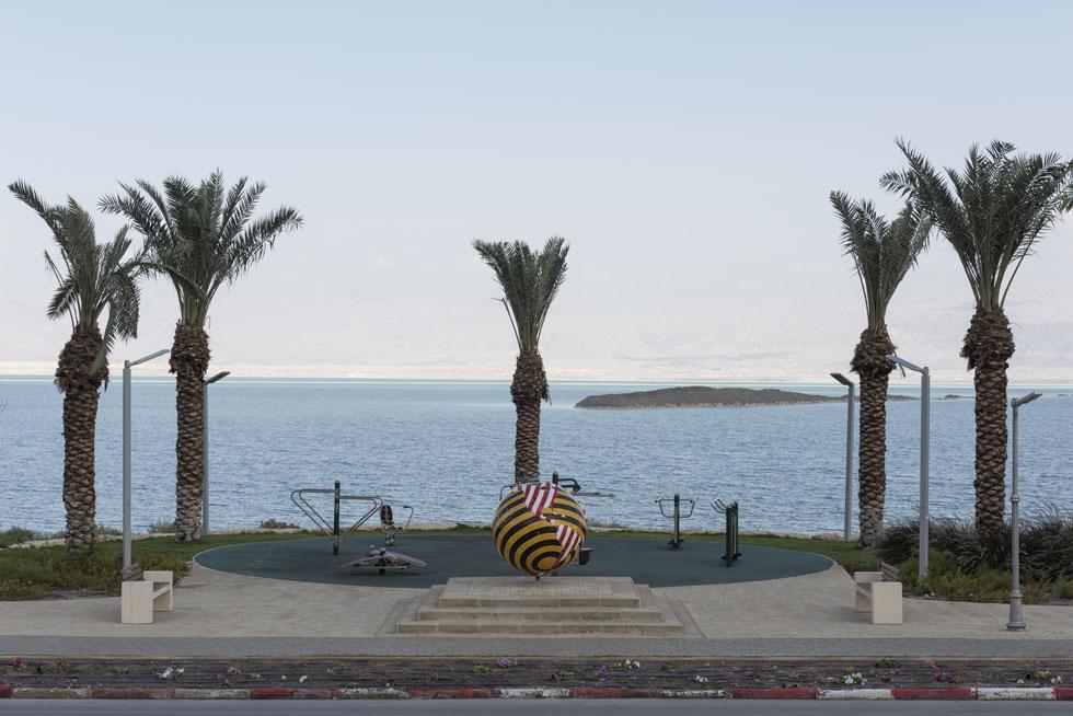 החוף במבט מכביש 90. טיפה בים של מחדלים, שמעוררת תקווה קטנה למזעור הנזקים (צילום: אלי סינגלובסקי)