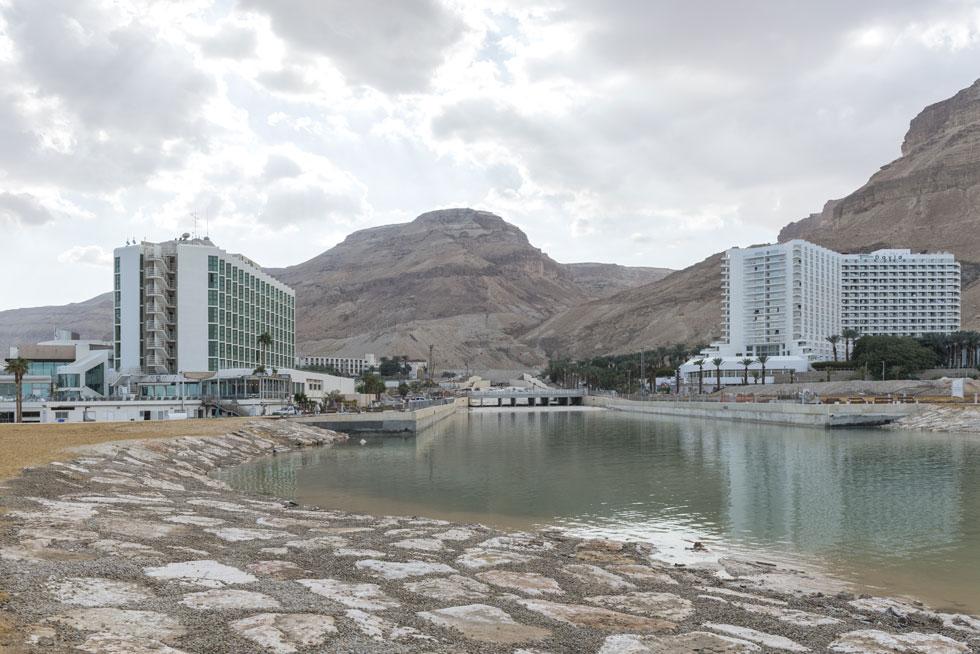 הפיתוח אינו מובן מאליו. להיפך: בתי המלון נתונים בסכנת הצפה, עקב בריכות האידוי של מפעלי ים המלח שעלולות להביא לחורבן (צילום: אלי סינגלובסקי)