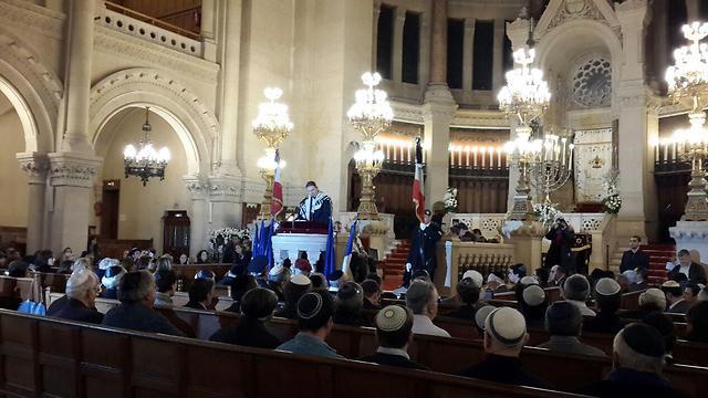 700 מחברי הקהילה היהודית השתתפו בתפילה מיוחדת בבית הכנסת הגדול בפריז לאות אבל עם הרוגי הפיגועים (צילום: איתי בלומנטל) (צילום: איתי בלומנטל)