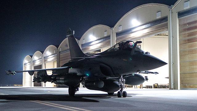 המטוסים הצרפתיים יצאו למשימתם מאיחוד האמירויות ומירדן (צילום: EPA) (צילום: EPA)