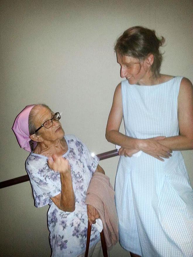 """נעמי עם הבמאית סיוון ארבל. """"יצאנו כל כך עשירים"""" (צילום: רחל מפטש)"""