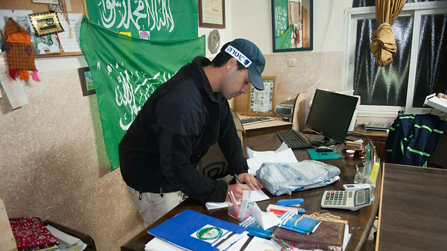 Police raid the offices of the northern branch of the Islamic Movement (Photo: Police Spokesman)