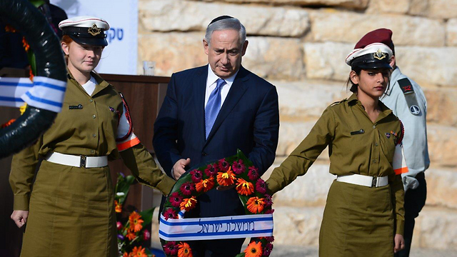Netanyahu laying a wreath in Ben-Gurion's memory (Photo: Herzl Yosef)
