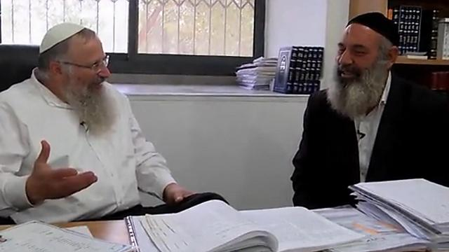 Avraham Sinai avec son ami proche Safed, le grand rabbin Shmuel Eliyahu (Photo: Orot)