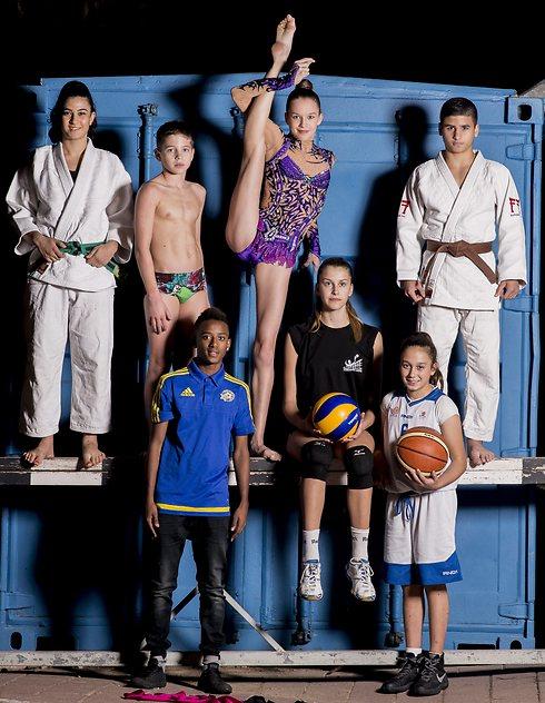 הכוכבים הצעירים. מימין: מנגד, חתוקאי, קוטחין, זליקמן, דגו, סמנדייב, סמיניאן (צילום: יובל חן) (צילום: יובל חן)