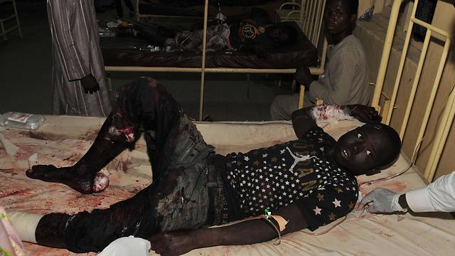 אחד הפצועים בקאנו (צילום: AP) (צילום: AP)