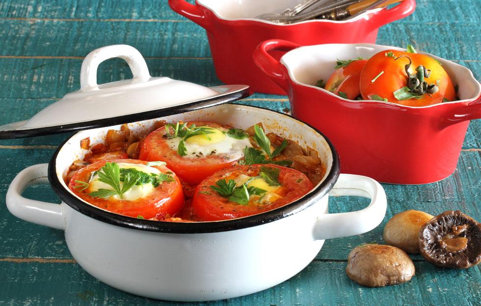 שקשוקה עם עגבניות ממולאות ופטריות (צילום: אסנת לסטר )