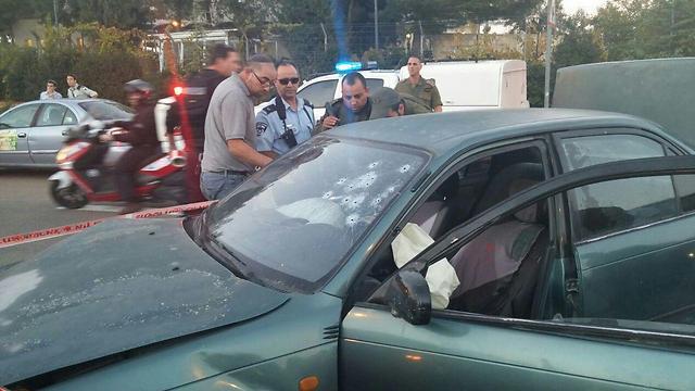 """הרכב שספג ירי באלון שבות (צילום: כב""""ה היו""""ש) (צילום: כב"""