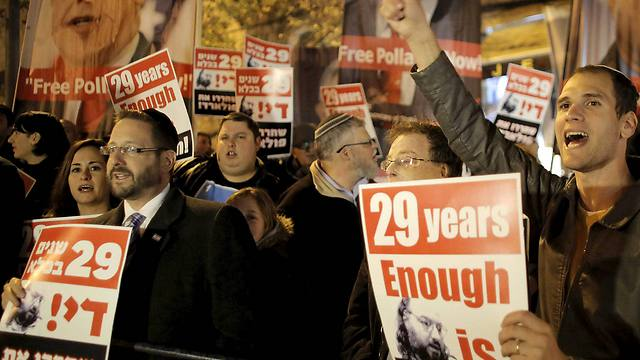 Israelis hold placards during a 2014 protest in Jerusalem calling for the release of Jonathan Pollard (Photo: Reuters)