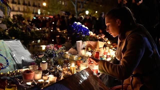 זוכרים בפריז. 130 נרצחו תוך 36 דקות (צילום: GETTY) (צילום: GETTY)