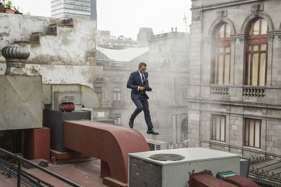 דניאל קרייג בתפקיד ג'יימס בונד על גגות מכסיקו סיטי. מה הסיכוי שבסרט הבא הוא יטייל על גגות תל אביב?