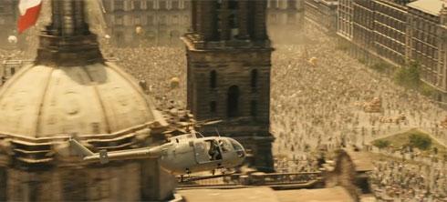 המסוק מעל הכיכר במקסיקו סיטי (צילום: Sony Pictures Releasing UK, מתוך youtube.com)