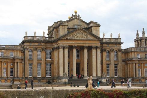 במציאות: הארמון אינו ברומא, אלא בדרום-מזרח אנגליה (צילום: Simon Q, cc)