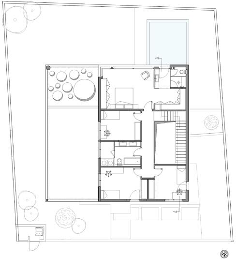 תוכנית הקומה העליונה: 4 חדרי שינה והצללה על הגינה (תכנית: שחר- רוזנפלד אדריכלים )