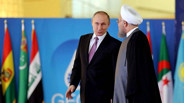 תקציב המשטר נשען כעת אך ורק על הסיוע הרוסי והאיראני - בכסף ללוחמים ובציוד צבאי. פוטין ורוחאני (צילום: AFP)