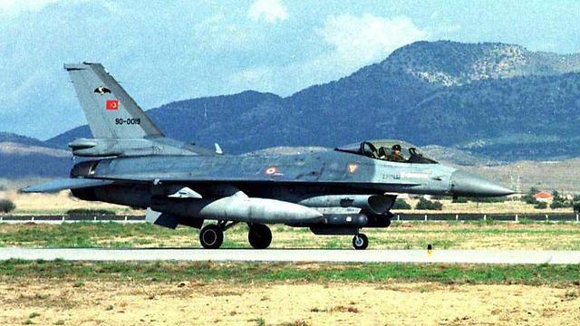 מטוס קרב טורקי בצפון קפריסין (ארכיון) (צילום: EPA)