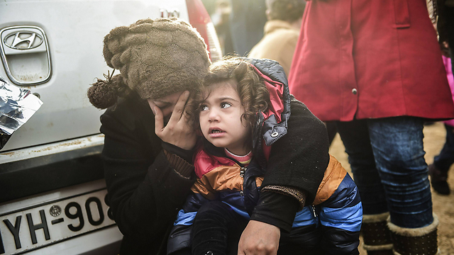 Refugees who arrived from Turkey reach the Greek island of Lesbos. (Photo: AFP)