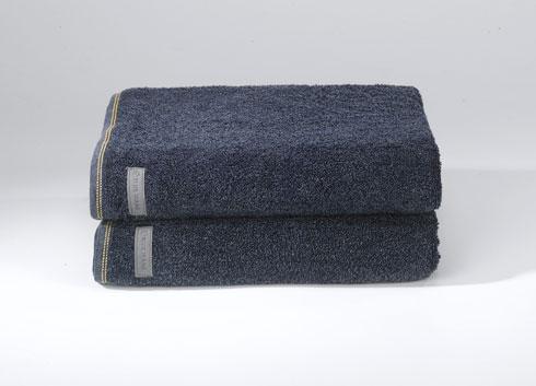 מצעים ומגבות בגוני ג'ינס ב''ורדינון'' (צילום: שירה רז)