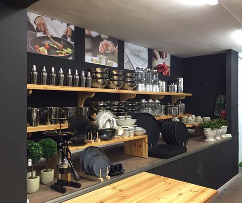 מתרחבת לכלי מטבח והגשה מקצועיים. חנות בתוך חנות ברשת ''נעמן'' (צילום: שירה רז)