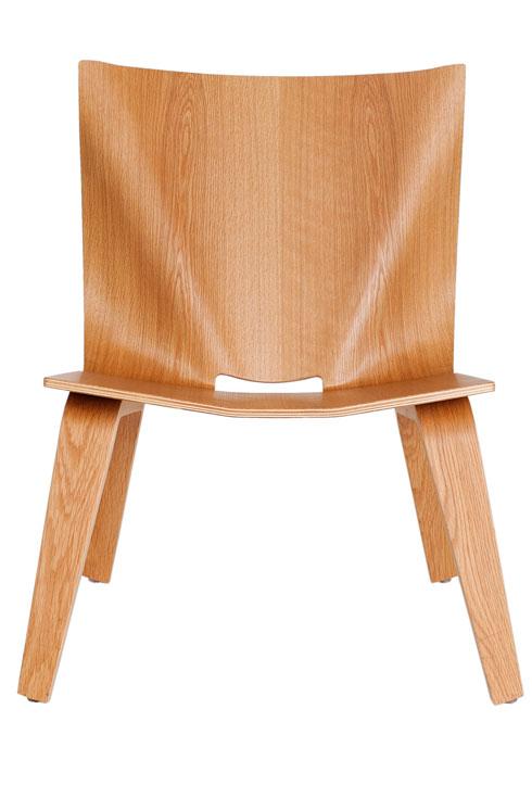 כסאות בהשראת שקית נייר ב''קסטיאל as is'' (צילום: ענבל מרמרי)