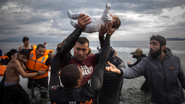 Refugees arriving from Turkey reach the shores of the Greek island of Lesbos. (Photo: AP)