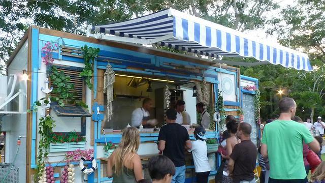 ברקיז, דוכן נייד של אוכל יווני (צילום: לין לוי) (צילום: לין לוי)