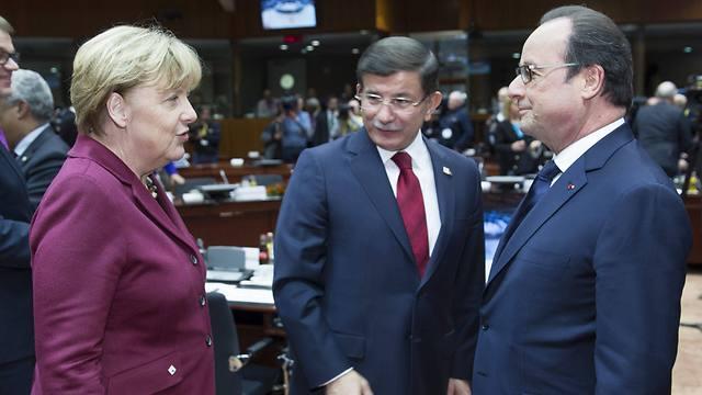 Angela Merkel, Ahmet Davutoglu and Francois Hollande. (Photo: EPA)