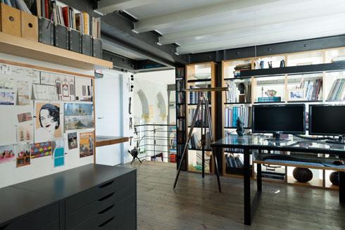 חדר העבודה שבקומת הגלריה (צילום: גדעון לוין )