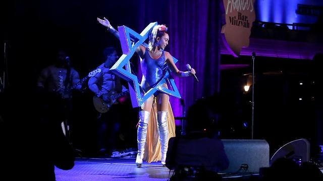 Miley Cyrus performing at 'James Franco's Bar Mitzvah' (Photo: GettyImages)