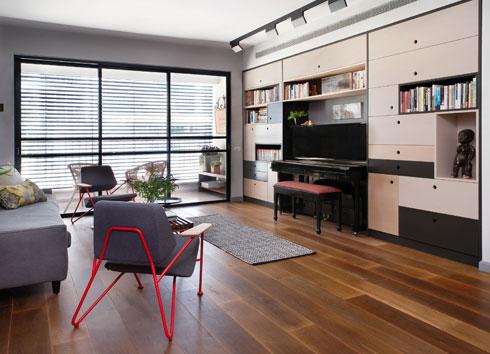 המרפסת לא היתה בדירה המקורית, והמעצבת החליטה להוסיף אותה כשהבינה שאין כאן צורך בסלון גדול מדי (צילום: גלית דויטש)