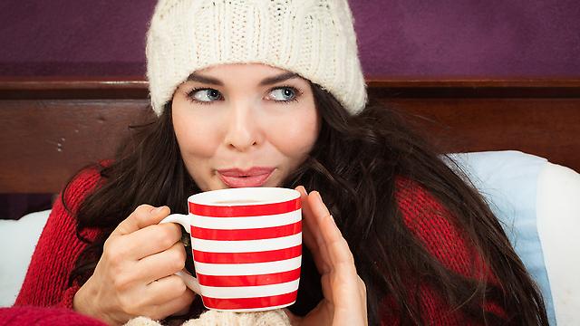 כוס גדולה של משקה חם יכולה להכיל כ-400 קלוריות. שמירה על המשקל בחורף (צילום: shutterstock) (צילום: shutterstock)