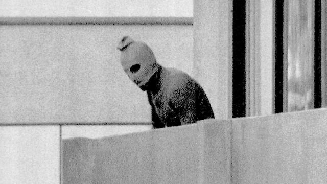 אחד המחבלים באולימפיאדה במינכן (צילום: AP) (צילום: AP)