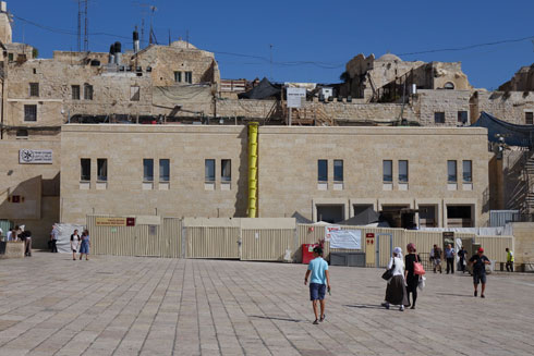 הרחבה תוקטן לטובת הבניין החדש (צילום: מיכאל יעקובסון)
