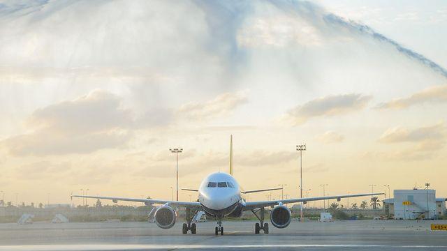 """הנחיתה הראשונה של """"מונארך"""" עם שובה לארץ, בתחילת החודש (צילום: פספורט) (צילום: פספורט)"""