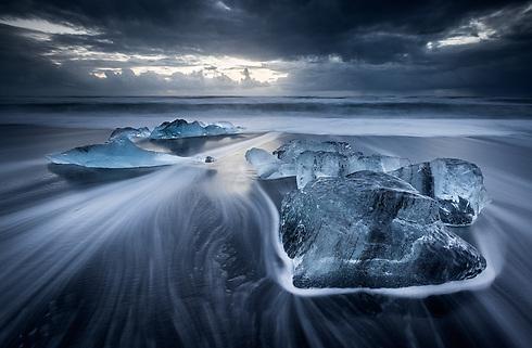Black volcanic sand on the Breidamerkursandur beach, Iceland (Photo: Erez Marom)