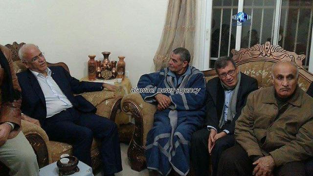 Erekat visits the Aribah family in Abu Dis.