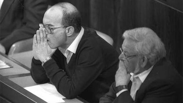 """1988: שריד לצד ח""""כ יאיר צבן (צילום: יעקב סער, לע""""מ) (צילום: יעקב סער, לע"""