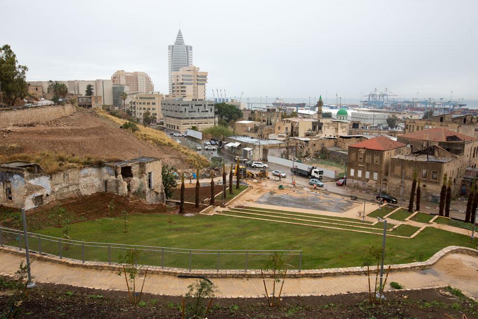 הפארק החדש בוואדי סאליב, שייפתח בעוד מספר שבועות: בחלק התחתון רחבת מופעים ומדשאה, ובחלק העליון מתוכנן מגרש משחקים (צילום: דור נבו)