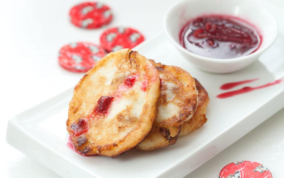 לביבות גבינה מתוקות עם צימוקים (צילום: כפיר חרבי, סגנון: דריה קרגולה)